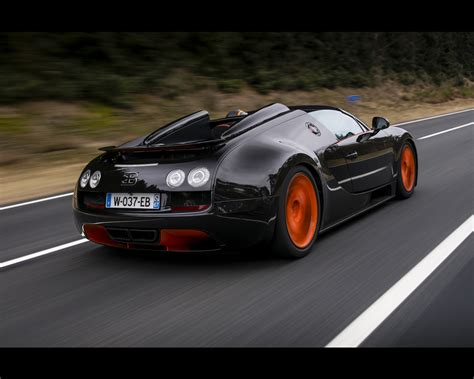 The veyron 16.4 is famous for its top speed of 253 mph (407 km/h), which then made it the fastest production car in the world, beating the mclaren f1, dauer 962 le mans, and koenigsegg ccx but eventually being beaten by the ssc ultimate aero tt. Bugatti Veyron 16.4 Grand Sport Vitesse 2013 Roadster ...