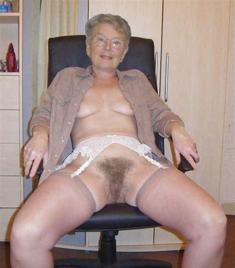 Granny Shows Her Cunt Mature Porn Pics Part