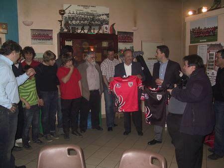 brico leclerc port sainte foy les nouveaux maillots des minimes et des seniors la saison 2012 2013 du stade foyen