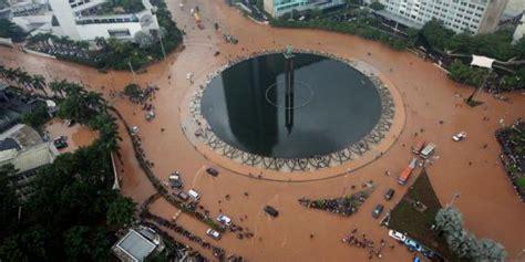 banjir besar   melumpuhkan jakarta merdekacom