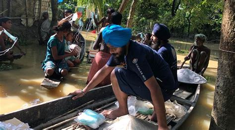 north east floods sikh volunteers lend  helping hand