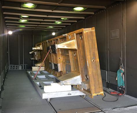cabina di sabbiatura processo di sabbiatura industriale materiali metallici