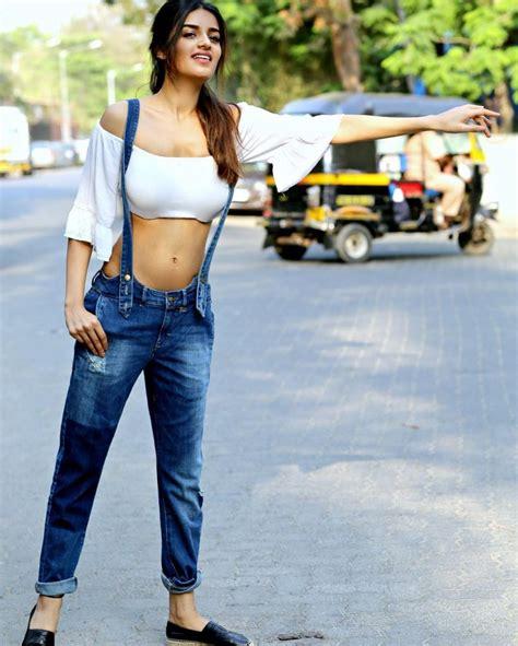 15 Hot And Sexy Photos Of Nidhhi Agerwal Munna Michael