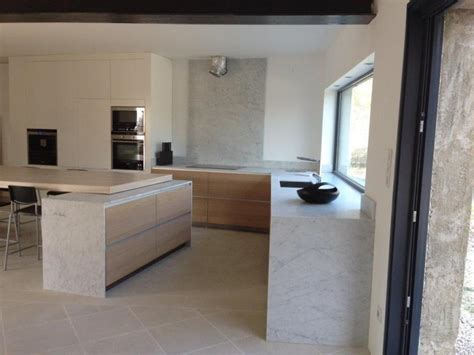 modele cuisine grise plan de cuisine en marbre blanc de carrare vaucluse