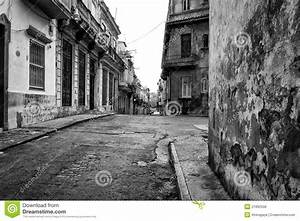Grunge Street Scene In Old Havana Stock Photo - Image of ...