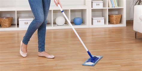 cleaning solution for laminate floors how to clean laminate flooring updated august 2017 in depth guide