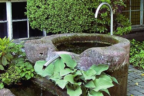 brunnen mit wasserspiel ideen rund ums haus wasser im garten garten und bauerngarten