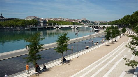 file berges du rhone pont guillotiere jpg wikimedia commons