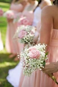 bracelet fleur mariage 1000 idées sur le thème bracelet de demoiselle d 39 honneur sur bouquetières lettres