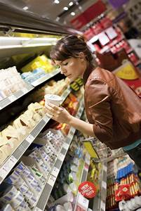 woman grocery shopping – News from Cooperative Extension