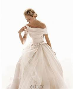 Off the shoulder wedding dresses the year39s most sensual for Off the shoulder wedding dress