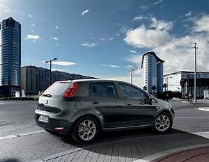 Fiat Garage : fiat punto platts garage group ~ Gottalentnigeria.com Avis de Voitures