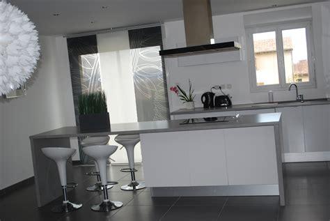 cuisine blanc stunning cuisine blanc mur gris et ideas