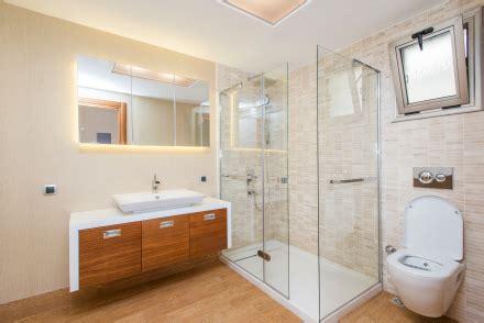 Bathroom Clutter  Declutter Bathroom In 15 Minutes