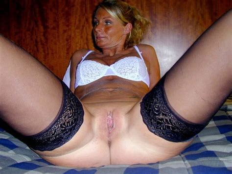 Hot Milf Is Waiting To Be Mounted 5 Pics