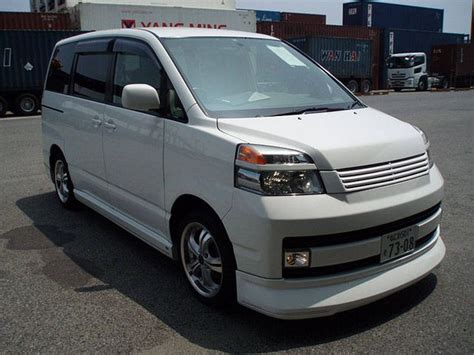 Toyota Voxy Picture by 2004 Toyota Voxy Pictures