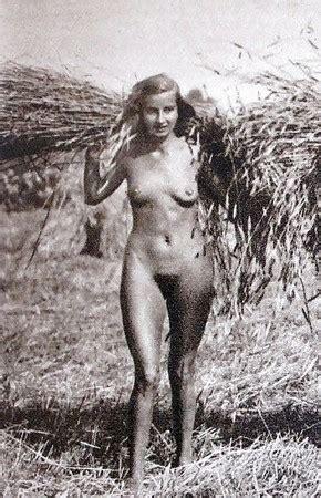 Lucia nackt Costantini Nackt und