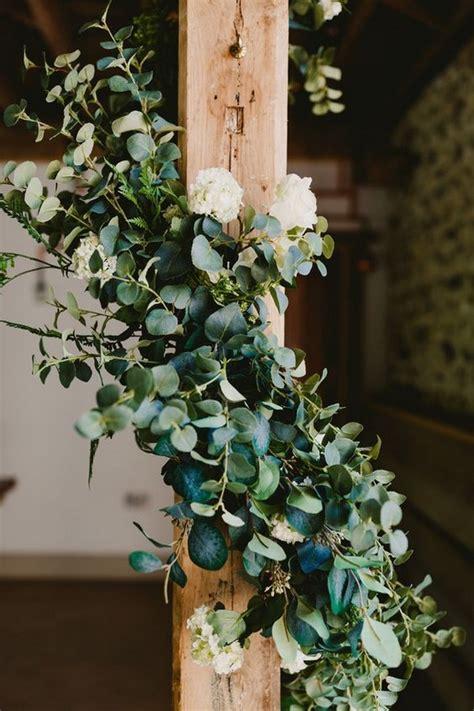trending  brilliant garland wedding decoration