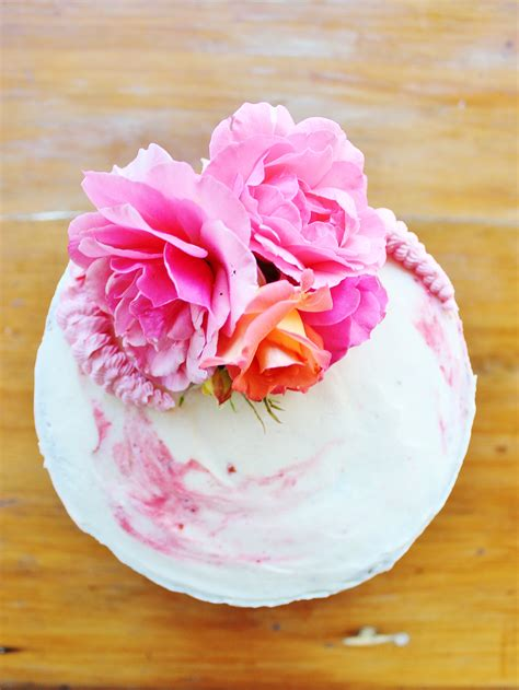 Cakes Decorated With Fresh Flowers by Decorating A Cake With Fresh Flowers Baking With Gab