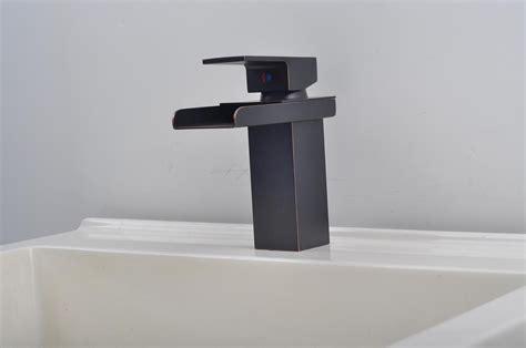 Bathroom Sink Faucet In Modern Style Single Handle