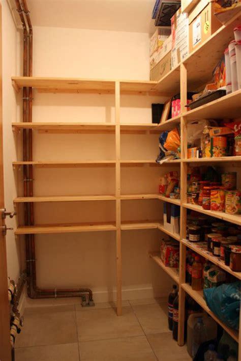 cuisine sous escalier rangement cellier cuisine dootdadoo com idées de