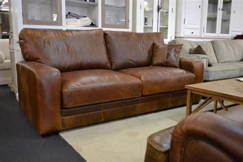 Diepe lounge bank Bentley in buffel leder met een diepe zit
