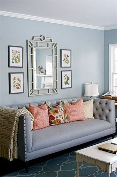 wandbilder hinter das sofa richtig aufhaengen