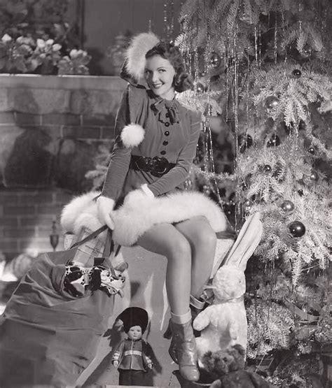 tis  season  vintage christmas pin  girls flashbak