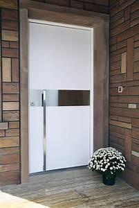 changer sa porte dentree pour se preserver du froid With decoration de porte d entrée