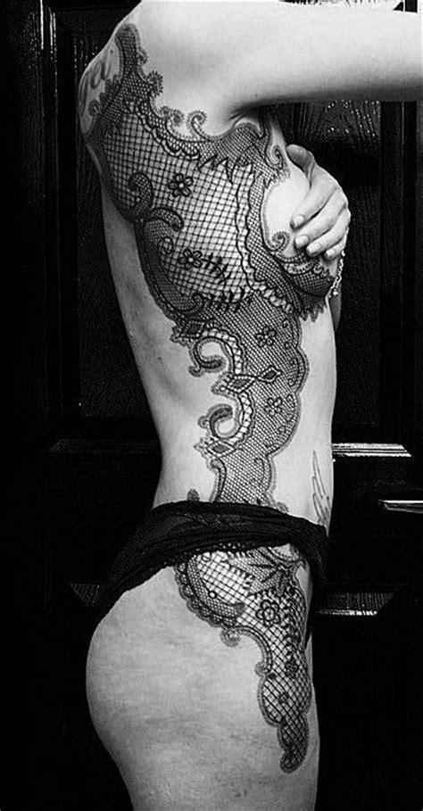 tatouage dentelle guipure femme les tatouages