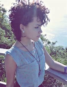 Cheveux Court Bouclé Femme : coupe cheveux boucl s court automne hiver 2016 cheveux boucl s quelques id es de coiffures ~ Louise-bijoux.com Idées de Décoration