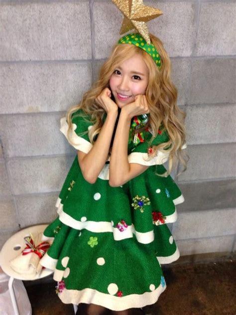 jacklin213 crayon pop dress up as christmas trees for