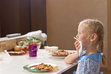 good table manners when you go to eat in a nice western teach your children good table manners