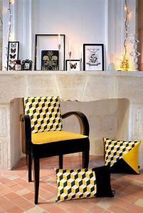 Petit Fauteuil Jaune : les 25 meilleures id es de la cat gorie fauteuil voltaire sur pinterest capitonnage ~ Teatrodelosmanantiales.com Idées de Décoration