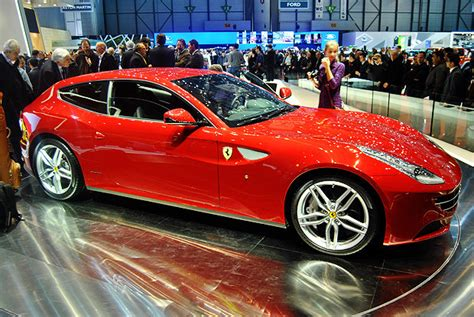 ferrari ff coolest family car   world blozzz