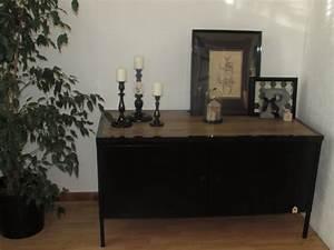 Commode Noir Et Bois : meuble bas photo 3 7 meuble peint en noir et un plateau en bois a ~ Teatrodelosmanantiales.com Idées de Décoration