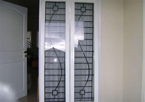 teralis jendela  pintu rumah mewah gambar