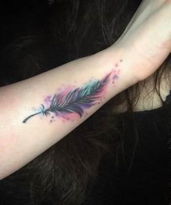 Tatouage Plume Poignet : tatouage plume en couleur sur l 39 avant bras tattoo bras ~ Melissatoandfro.com Idées de Décoration