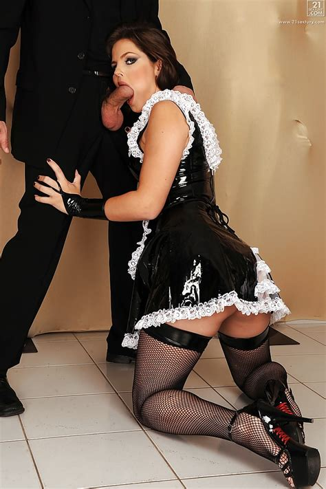 Hot maid Bobbi Starr giving fat cock a blowjob on her ...