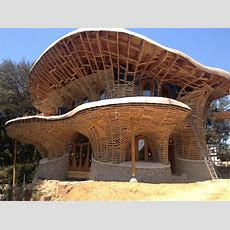 El Palol Organic House In Spain There Is No Straight Edge