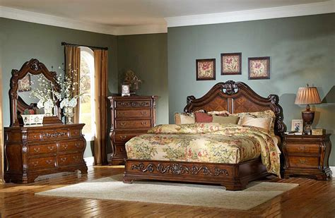 Bedroom Decorating Ideas With Antique Furniture by Antique Looking Bedroom Furniture Antique Oak Bedroom