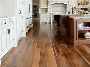 20 gorgeous examples of wood laminate flooring for your for Laminate floors in kitchen