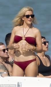 ellie goulding sizzles  red bikini  boat trip  miami
