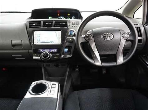 Used Toyota Prius Alpha 2014 model Pearl White color photo ...