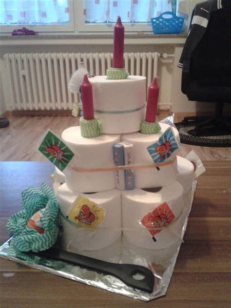 torte au  klopapier rollen das ideale geschenk zum