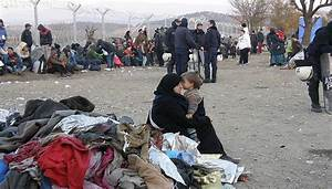 ++Police raid in Idomeni++Refugees trapped in Athens now++ ...