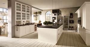 Küche Landhausstil Weiß Modern : k che im landhausstil wohnland breitwieser ~ Indierocktalk.com Haus und Dekorationen