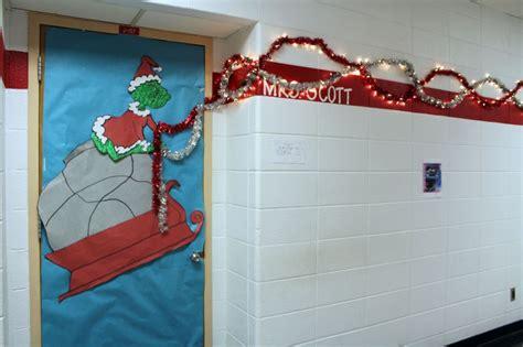 decatur community schools grinch wins door decorating