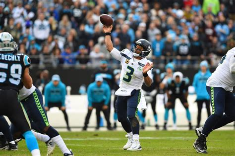 seahawks russell wilson elevates  tier  qb  survey