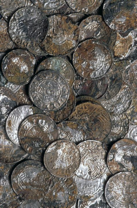 huge cache  thousand year  coins  buried beneath